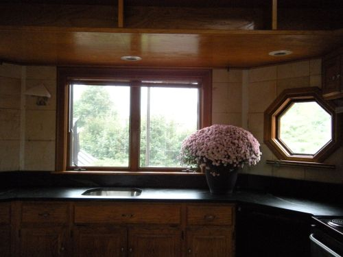 octagonal countertop right side . . .