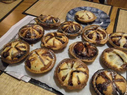 a baker's dozen of holiday mince pies! . . .